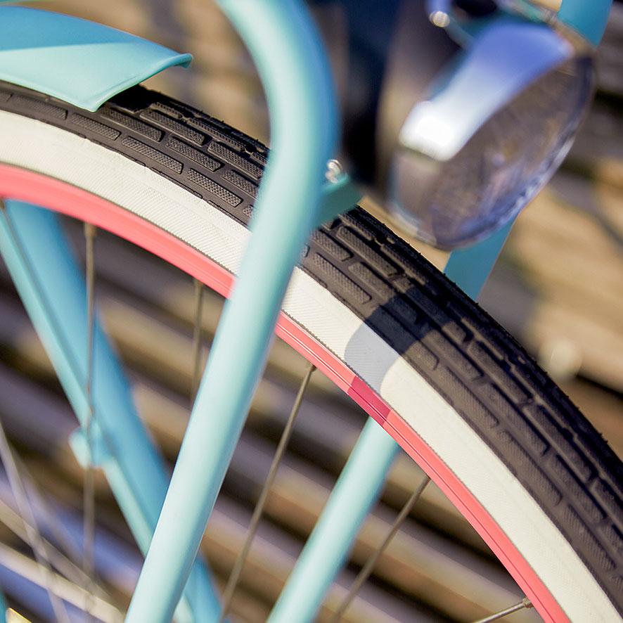 Veilig én comfortabel door de stad of naar school fietsen door de brede banden.