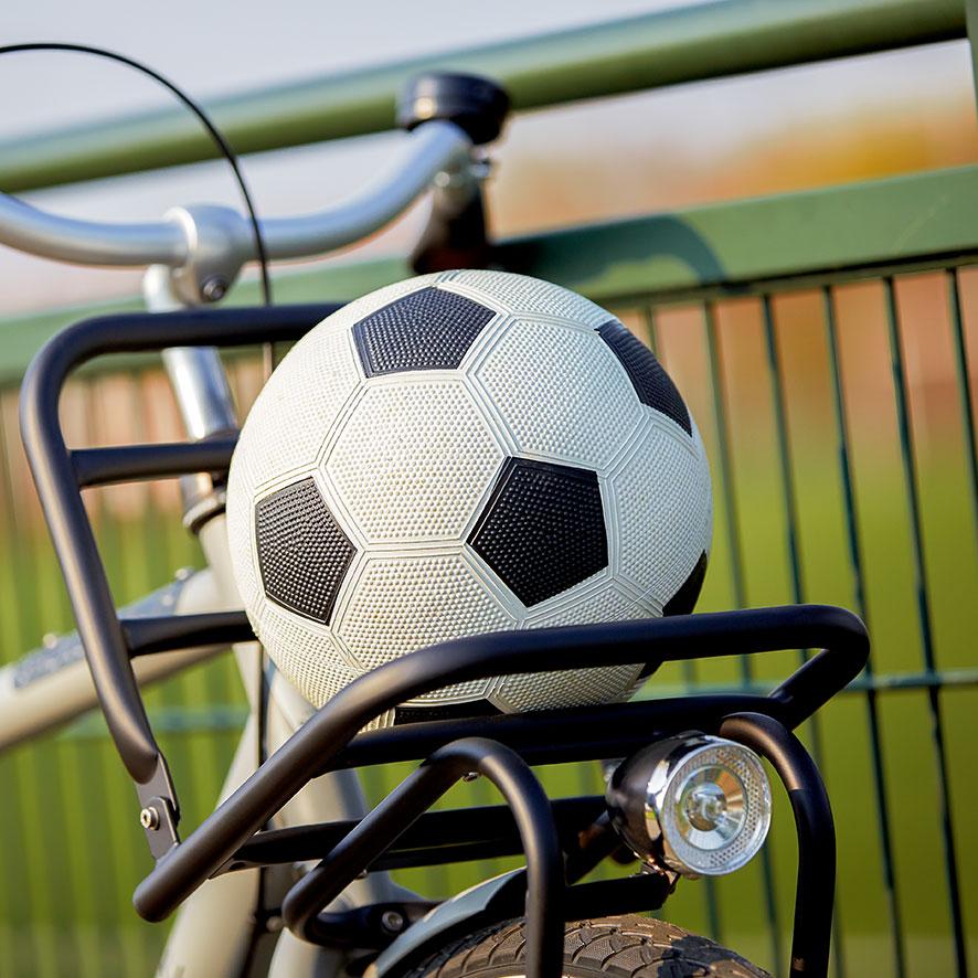 Mit diesem Rad kommt Ihr Kind sicher in die Schule, zum Fußball, ins Ballett, zur Tanzstunde, zum Tennis oder wo es sonst hin will.