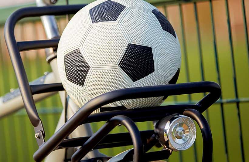 Deze fiets kan gerust mee voor school, voetbal of ander sporten