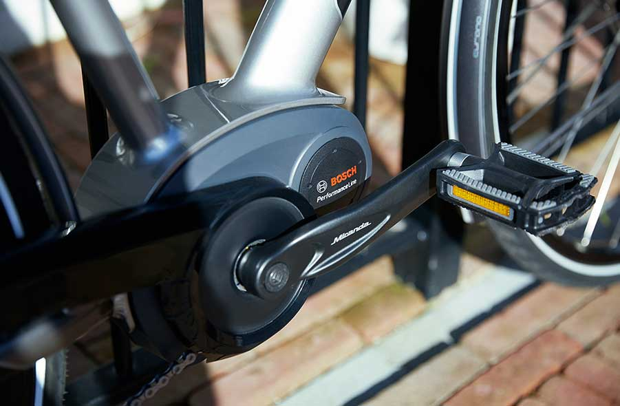 De Gazelle Ultimates zijn uitgerust met een krachtige Bosch middenmotor, zeer geschikt om mee in de heuvels te fietsen.